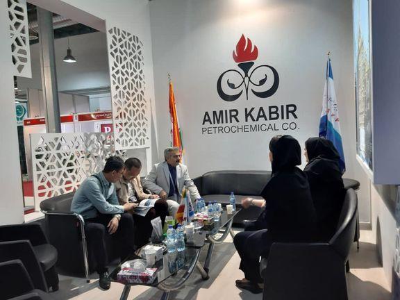 آغاز مذاکرات تجاری پتروشیمی امیرکبیر در نمایشگاه بین المللی نفت تهران